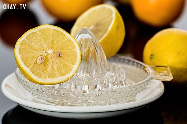 3. Nước chanh,chất tẩy rửa,mẹo nhà bếp