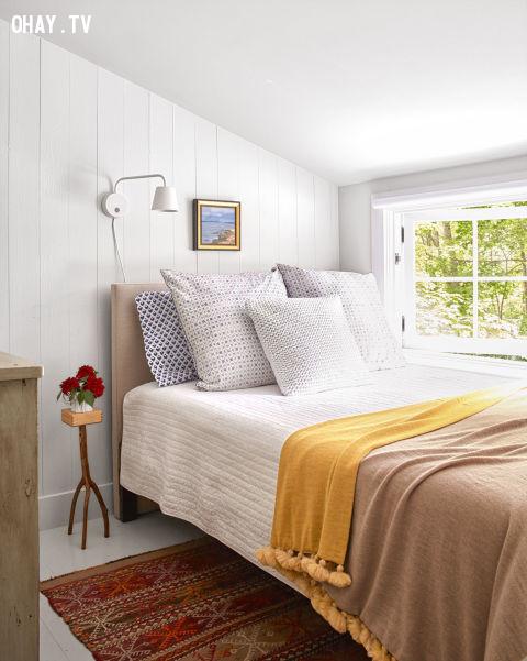 7.  Thay vì chọn một phòng ngủ nằm trọn trong nhà, bạn có thể thiết kể phòng ngủ của mình cạnh vườn, có cửa sổ nhìn ra phong cảnh thiên nhiên.,trang trí nhà cửa