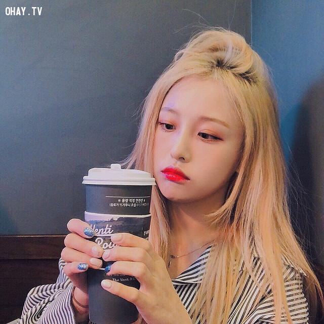 3. Tóc nhuộm màu bạch kim,xu hướng tóc 2018,tóc đẹp,tạo kiểu tóc