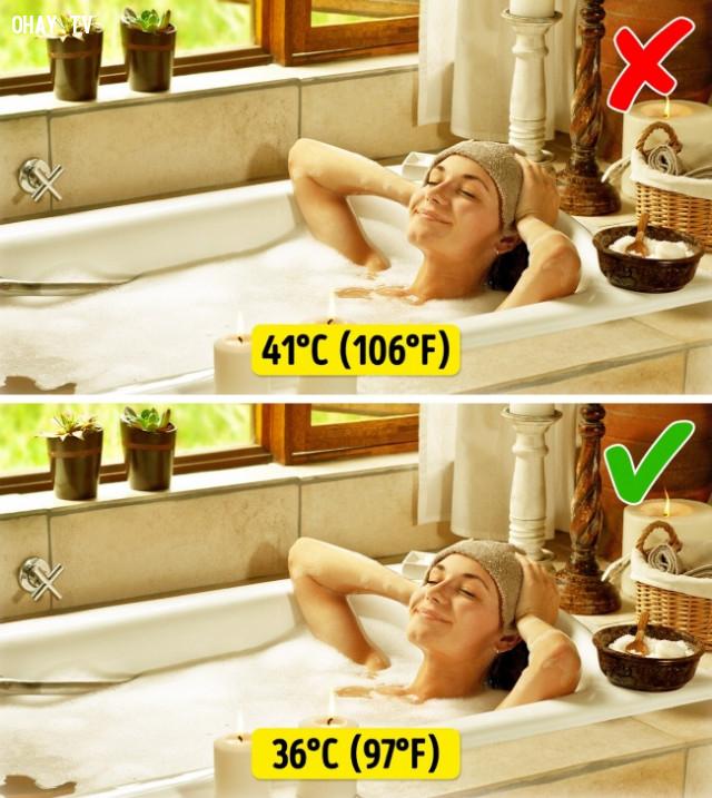 5. Ngâm mình trong bồn nước nóng khi trời lạnh,thói quen xấu,sống khỏe