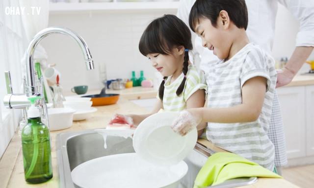 Giao ít nhất một công việc nhà cho con bạn mỗi ngày,sống đơn giản,cách sống tốt