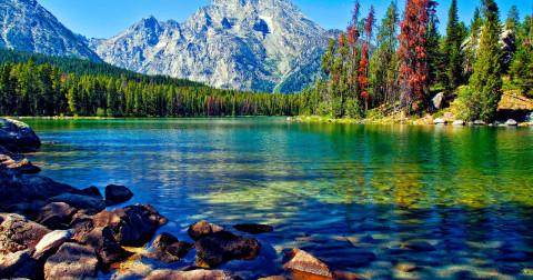 10 hồ kì lạ đầy thú vị nhất trên thế giới