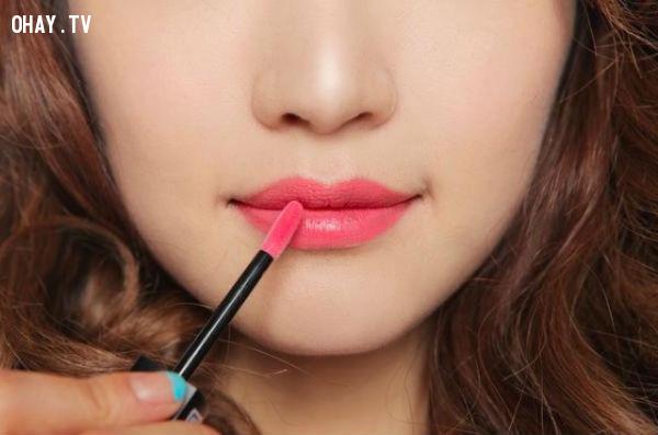 3. Chọn màu son theo màu môi,chọn màu son,son môi,mẹo làm đẹp,cách chọn son môi,son môi nào tốt