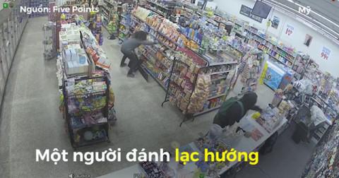 2 tên trộm chống lại 1 tên cướp cầm súng