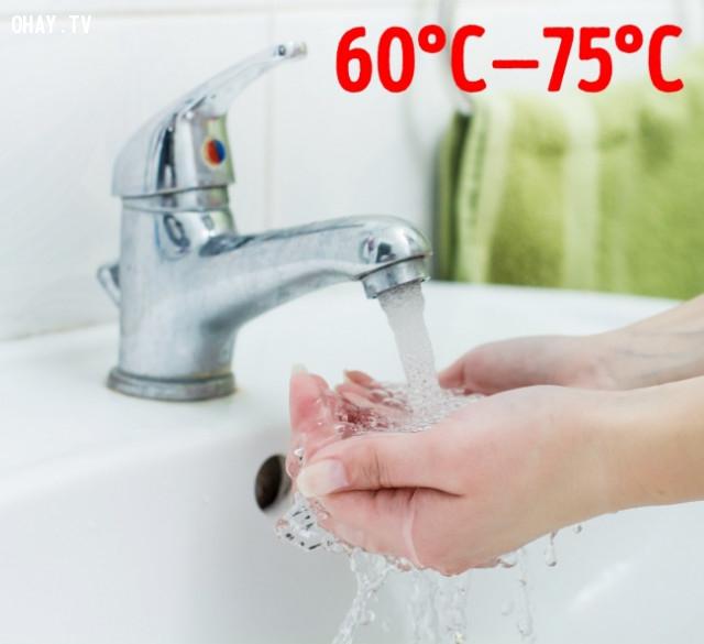 Rửa tay bằng nước ấm,nhà vệ sinh công cộng,sống khỏe