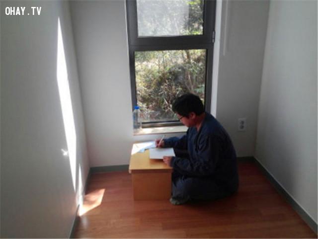 Khách sẽ được giam riêng biệt trong 24 giờ và tham gia vào các lớp ngồi thiền,áp lực cuộc sống,Hàn Quốc,sống trong tù