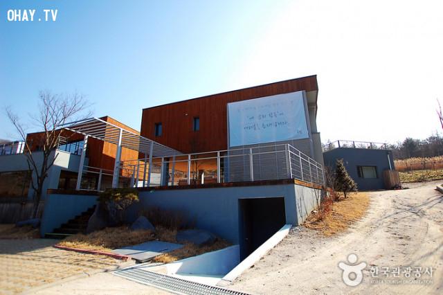 """Trung tâm thư giãn """"The prison inside me"""" ở Hongcheon là một điểm nghỉ mát nổi tiếng ở ngoại thành Seoul.,áp lực cuộc sống,Hàn Quốc,sống trong tù"""