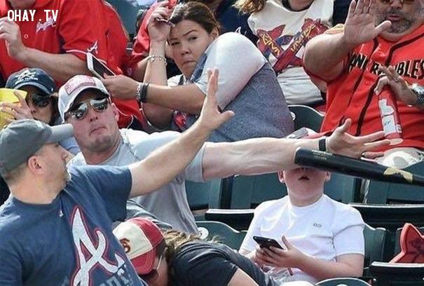 4. Không có cánh tay của anh chàng tốt bụng này, hậu quả sẽ rất nghiêm trọng,người may mắn,khi thần chết ngủ quên