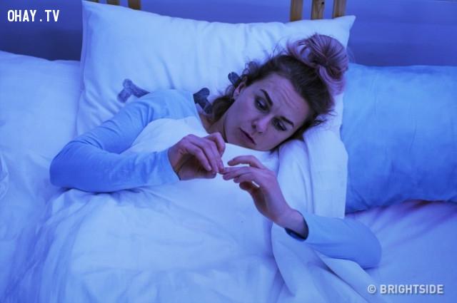 3. Thường xuyên mất ngủ,mất cân bằng hormon,dấu hiệu sức khỏe,phụ nữ nên biết
