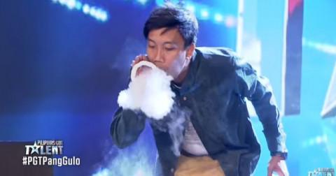 Thánh 'Ngáo Khói' đại náo Pilipinas Got Talent