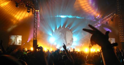 """6 mẹo làm đẹp giúp bạn """"toả sáng"""" trong lễ hội âm nhạc"""