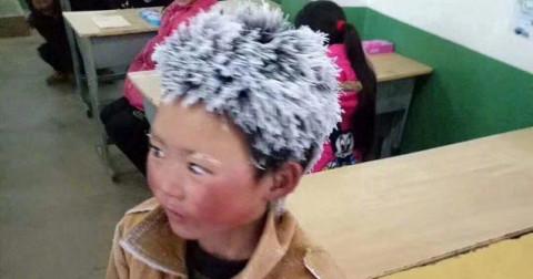 'Cậu bé đông đá' bị cho thôi học ở ngôi trường mới chỉ sau một tuần