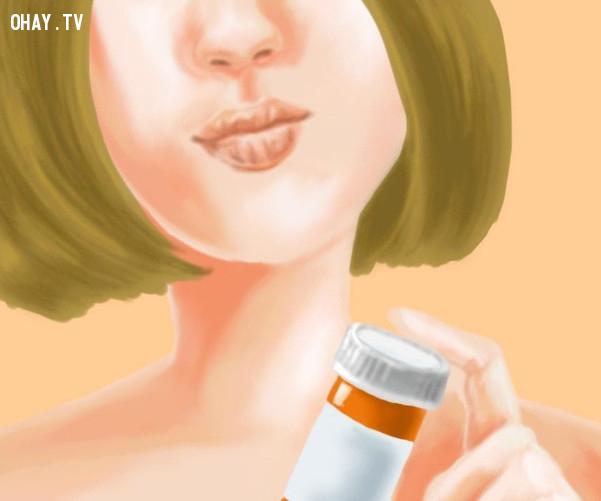 Nguyên nhân 7: Do bị dị ứng với thuốc,trị khô môi,thời tiết hanh khô,chăm sóc môi