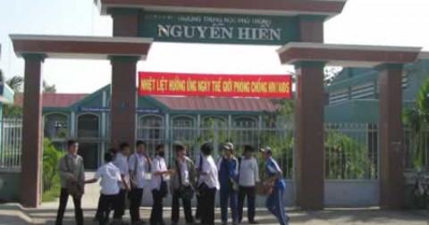 Tiết mục múa dạ quang đầy cảm xúc của các học sinh trường THPT Nguyễn Hiền, thành phố Đà Nẵng