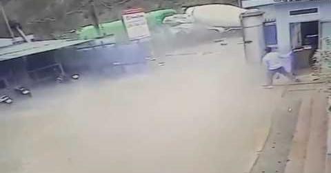 Xe container và xe bồn đâm nhau kinh hoàng tại Hà Giang (Sáng 29/03/2018)
