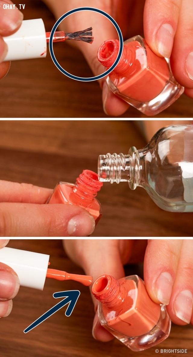 3. Sơn đánh móng bị khô có thể dùng tiếp bằng cách hòa thêm nước tẩy sơn,mẹo vặt,mẹo của người xưa