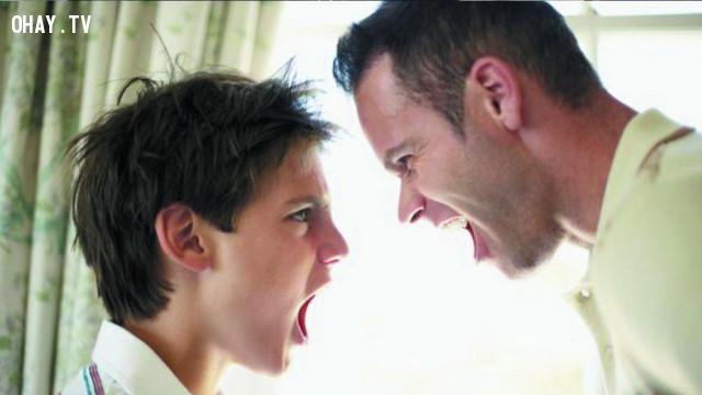 Có nói với bố/mẹ cũng không hiểu đâu, đừng hỏi con nữa.,