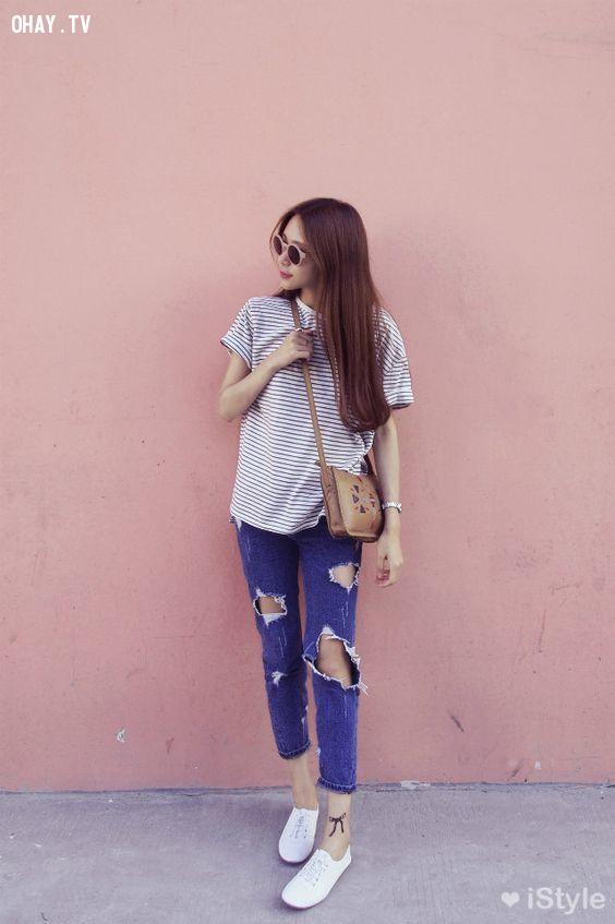 Năng động với áo thun và quần jean,