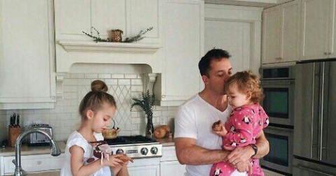 Bộ tranh chứng minh tình cảm gia đình là thứ tình cảm thiêng liêng nhất