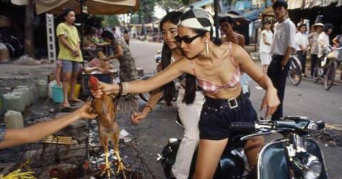 Thời trang các bà các mẹ thập niên 60, 70 Sài Gòn đã bung lụa thế nào?