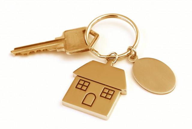 Về đến nhà, bạn có 4 chiếc chìa khóa để mở cửa. Bạn chọn màu gì?