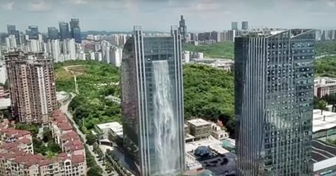Tòa nhà trọc trời hay thác nước nhân tạo cao nhất thế giới?