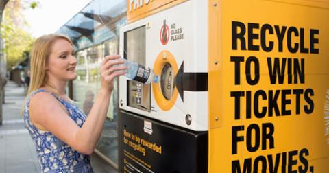 4 thành phố cho phép bạn thanh toán chi phí đi lại bằng... chai nhựa