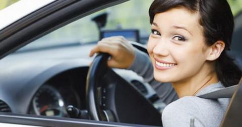 10 điều tuyệt đối không làm khi đang lái xe