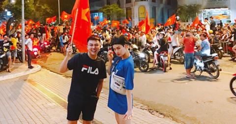 'Xuống đường đi bão' - Những hình ảnh thú vị trong đêm mừng chiến thắng đội tuyển Việt Nam