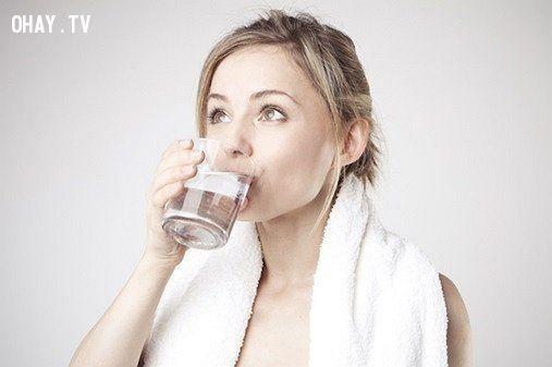 Tập thói quen uống nhiều nước,cham soc da, chăm sóc da mùa đông,  bí quyết chăm sóc da mùa đông