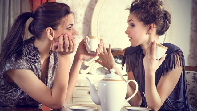 Hai cô gái tại phòng trà,phá án,thám tử,vụ án hình sự,thử tài suy luận,khả năng tư duy,thử tài phá án