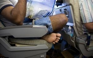 Trên máy bay, bạn khó chịu với hành vi nào nhất?